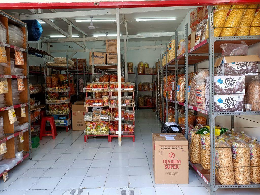 Bisnis Distributor Makanan Ringan Kiloan
